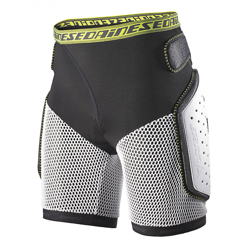 action-short-evo-black-white-2